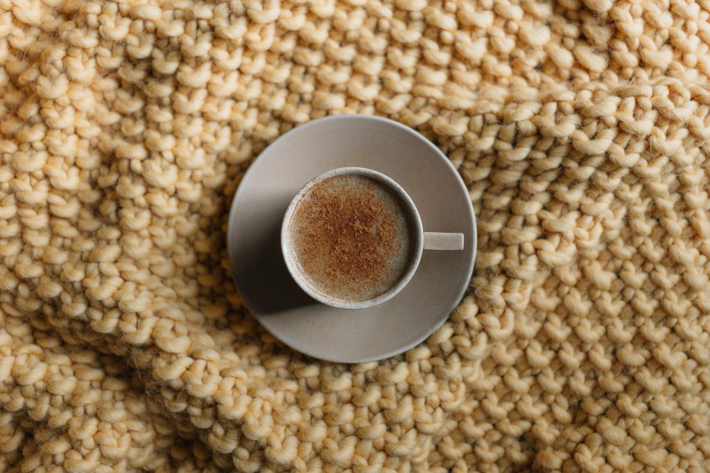 cosy knit blanket for nature-inspired room decor ideas